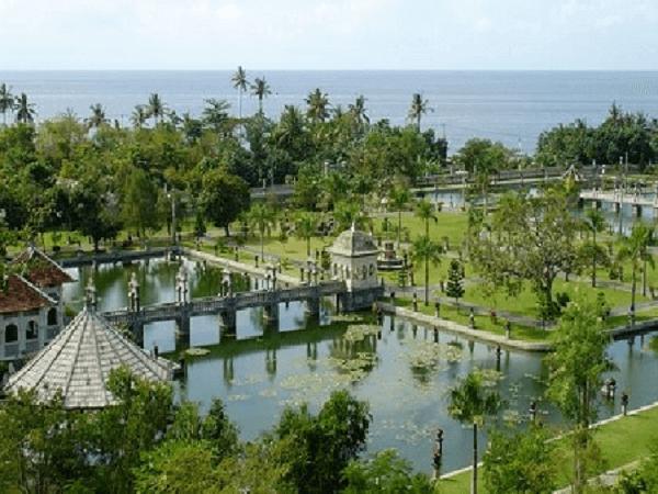 TAMAN UJUNG / WATER PALACE